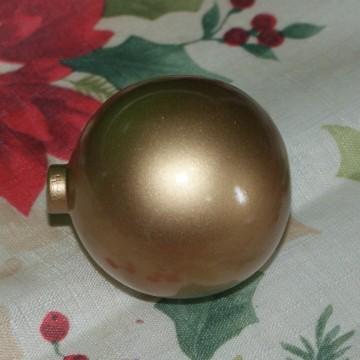 http://cortinadosluft.com.br/123-229-thickbox/bola-de-natal-de-madeira-cru-com-55-cm.jpg